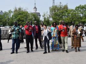 南苏丹苏丹人民解放运动干部考察团来台儿庄干部教育基地考察调研
