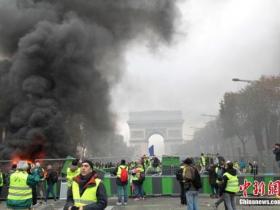 巴黎在燃烧:抗议油价变骚乱 背后凸显社会裂痕