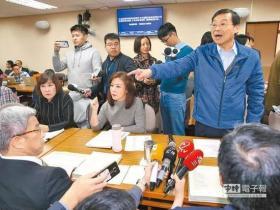 外事官员自杀争议 台立法机构召谢长廷返台报告