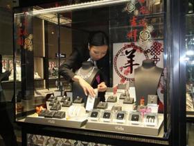 团伙120秒盗1500万钻石项链 惊动公安部