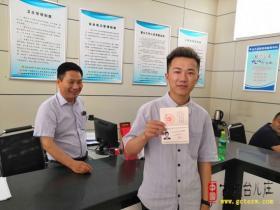 台儿庄区行政审批服务局发放首张护士执业证书