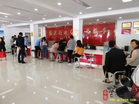 """5.20情人节""""台儿庄有108对新人领取结婚登记证书"""