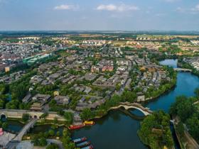 汉服轻舟歌声袅袅,一河渔火夜不罢市,这个夏天一起相约台儿庄古城!