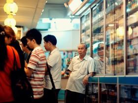 延迟退休已定,老人不下岗,会在多大程度上挤压年轻人就业?