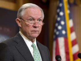 """特朗普内阁再陷""""通俄门"""":上任不到一个月,司法部长被要求下台"""