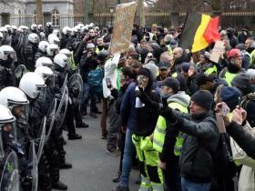 """比利时与荷兰也乱了!""""黄背心""""运动从法国蔓延欧洲"""