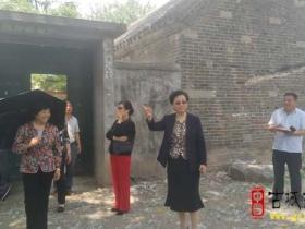 老知青郭欣荣女士参观三付楼百年老宅知青实践点